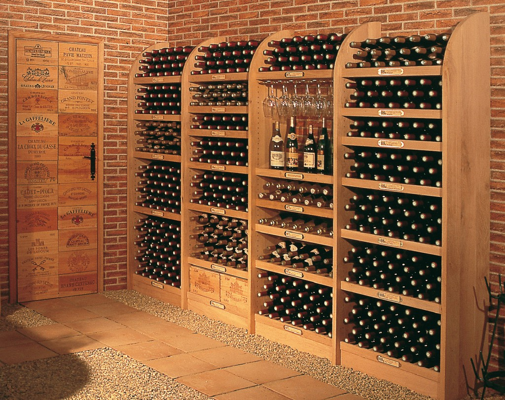 vinoth que in massive oak wine cellar. Black Bedroom Furniture Sets. Home Design Ideas